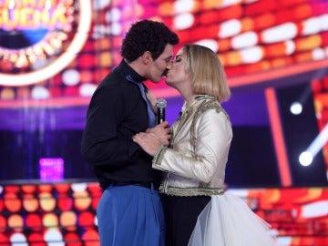 'Chenoa' se desata y besa a David Amor en 'Tu cara me suena'