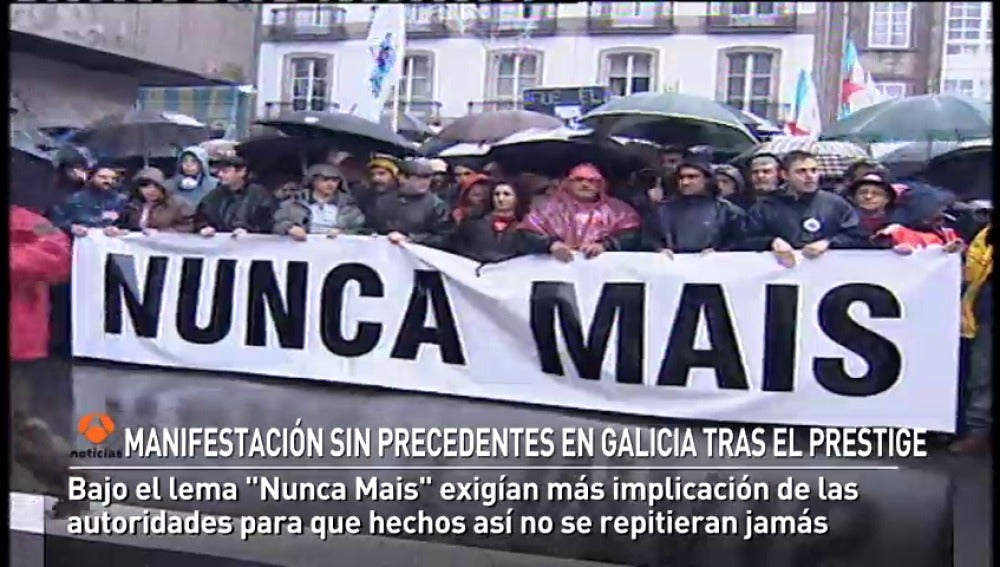 MANIFESTACIÓN HISTÓRICA EN GALICIA TRAS LA CATÁSTROFE DEL PRESTIGE