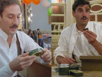 Álex García y  Álex Gadea, degustadores de la comida de guerra