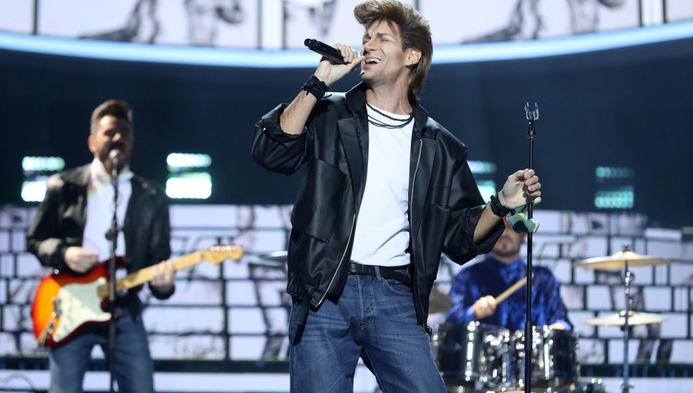 Un Fran Dieli ochentero recrea el 'Take on me' de A-Ha