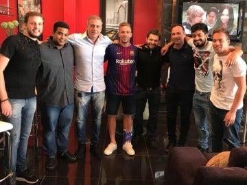 Arthur, en el centro de la imagen con la camiseta del Barça