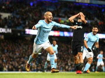 David Silva celebra un gol con el City