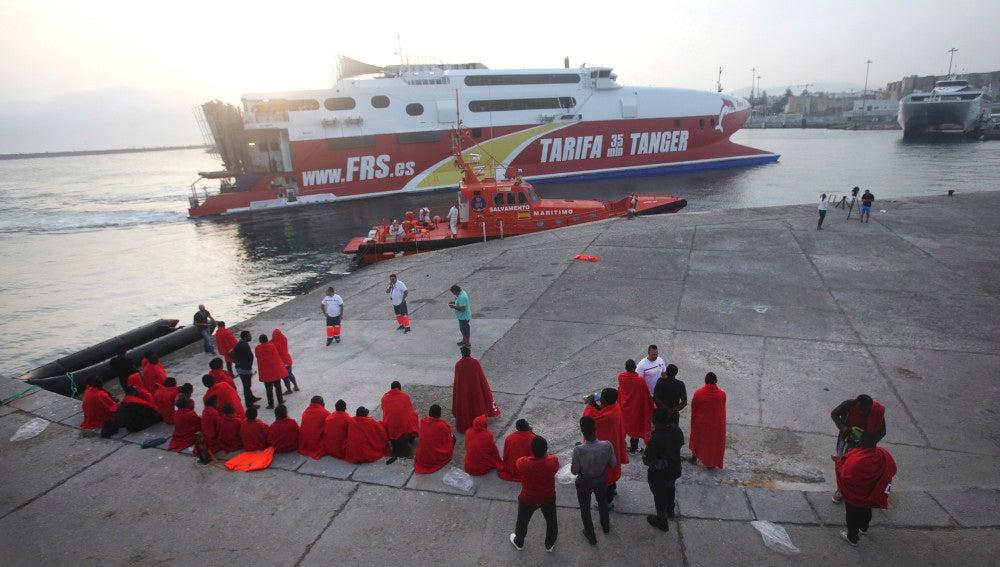 Llegada al puerto de Tarifa de un grupo de inmigrantes rescatados por Salvamento Marítimo en una imagen de archivo