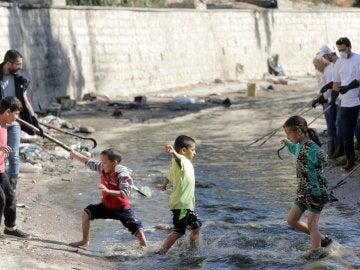 Varios niños en Damasco