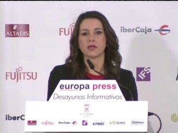 """Arrimadas acusa al bipartidismo de poner el Gobierno """"en manos"""" de los partidos nacionalistas"""