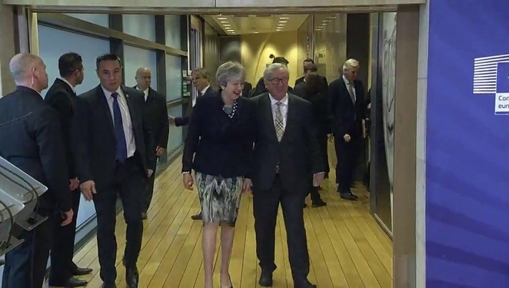 El Gobierno británico y el irlandés han llegado a un principio de acuerdo para mantener la frontera norirlandesa abierta tras el 'brexit'