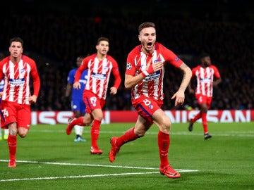 Saúl celebra el 0-1 en Stamford Bridge