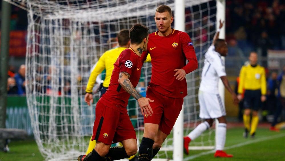Perotti celebra su gol ante el Qarabag