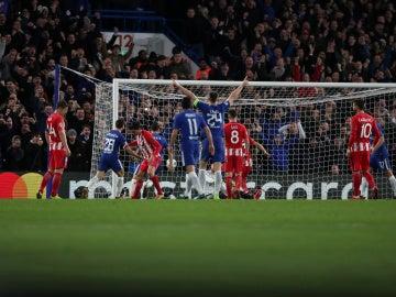 Savic anota en propia puerta el 1-1 en Stamford Bridge