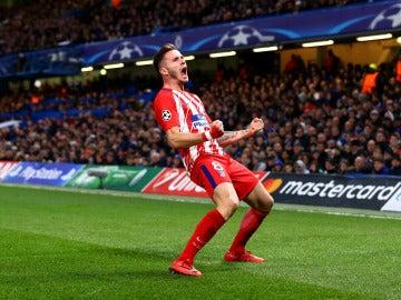 Saúl celebra su gol ante el Chelsea