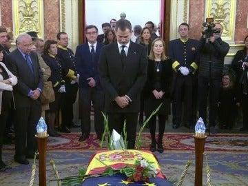 El Rey Felipe VI visita la capilla ardiente de Manuel Marín en el Congreso de los Diputados