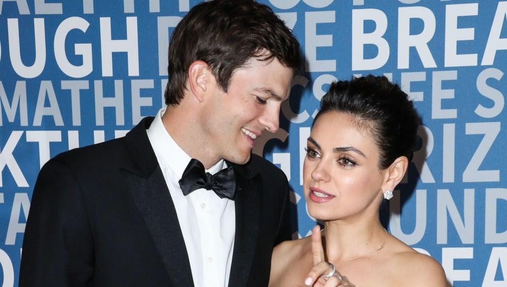 La mirada de Ashton Kutcher a Mila Kunis