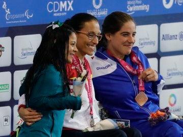 Teresa Perales, en el podio al ganar un oro en el Mundial paralímpico
