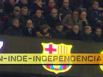 Carme Forcadell se sentó al lado de Bartomeu en el palco durante el Barcelona-Sporting