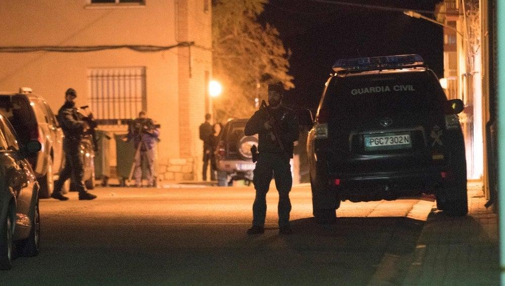 El operativo desplegado por la Guardia Civil continúa buscando al individuo