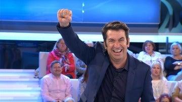 Arturo Valls abre la veda de chistes absurdos