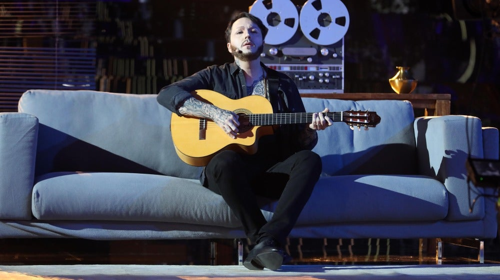 Un Raúl Pérez melancólico se transforma en James Arthur para cantar 'Say you won't let go'