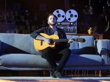Un Raúl Pérez melancólico se transforma en James Arthur para cantar 'Say you won't let go'