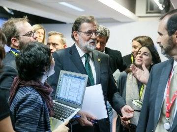 El presidente del Gobierno español, Mariano Rajoy, se dirige a los medios