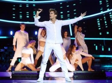 Fran Dieli levanta el ánimo como Ricky Martin al ritmo de 'Vente pa' ca'
