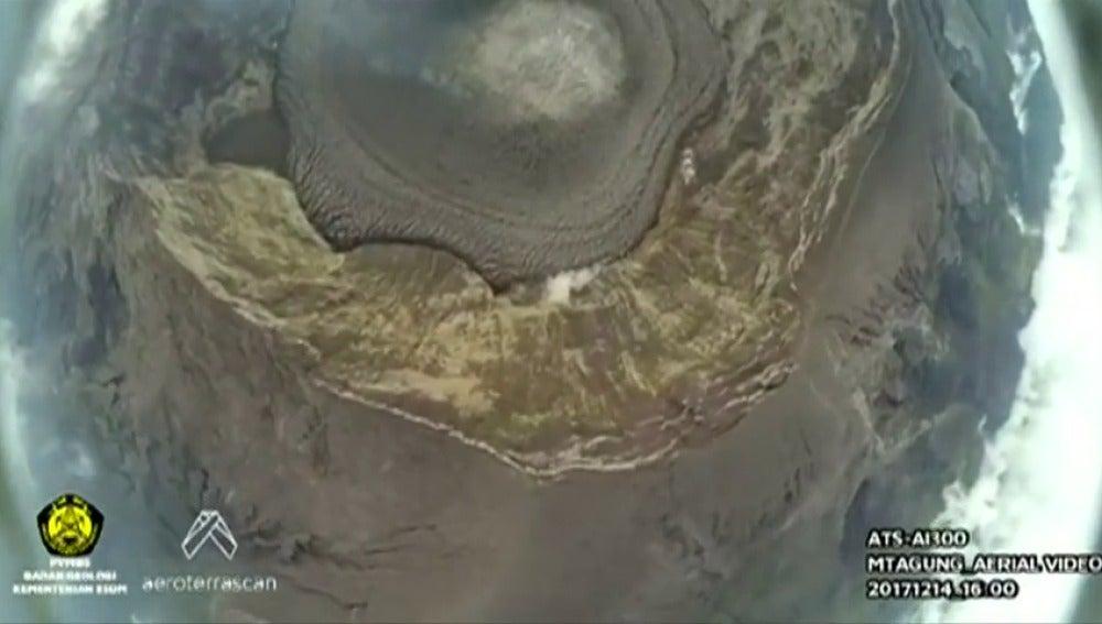 La UE donará 100.000 euros para damnificados por el volcán Agung en Bali