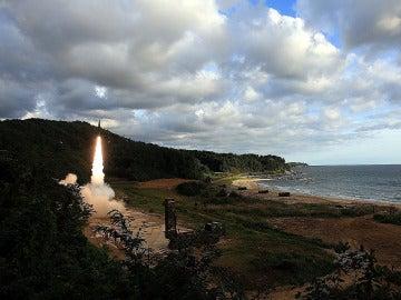 Corea del Norte lanza un misil balístico sobre Japón