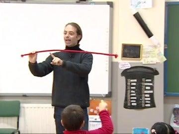 """Xuxo Ruiz, el maestro que enseña con magia: """"Gracias a la magia el niño ve algo único y lo que aprende no lo olvida"""""""
