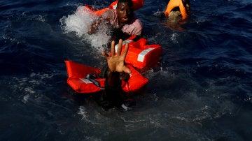 El drama del Mediterráneo, Darrin Zammit Lupi