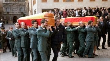 Funeral en la iglesia de Santa María de Alcañiz por los guardias civiles asesinados en Albalate del Arbopispo