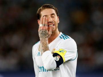 Sergio Ramos se lleva la mano a la cara durante la final del Mundial de Clubes