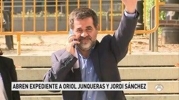 Instituciones Penitenciarias abre expediente a Oriol Junqueras y Jordi Sánchez por sus mensajes grabados en prisión y emitidos en mítines