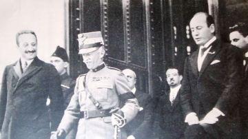 Víctor Manuel III junto a Benito Mussolini
