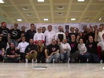 Medio centenar de chefs y 300 voluntarios ofrecen una cena solidaria para 500 personas en Madrid
