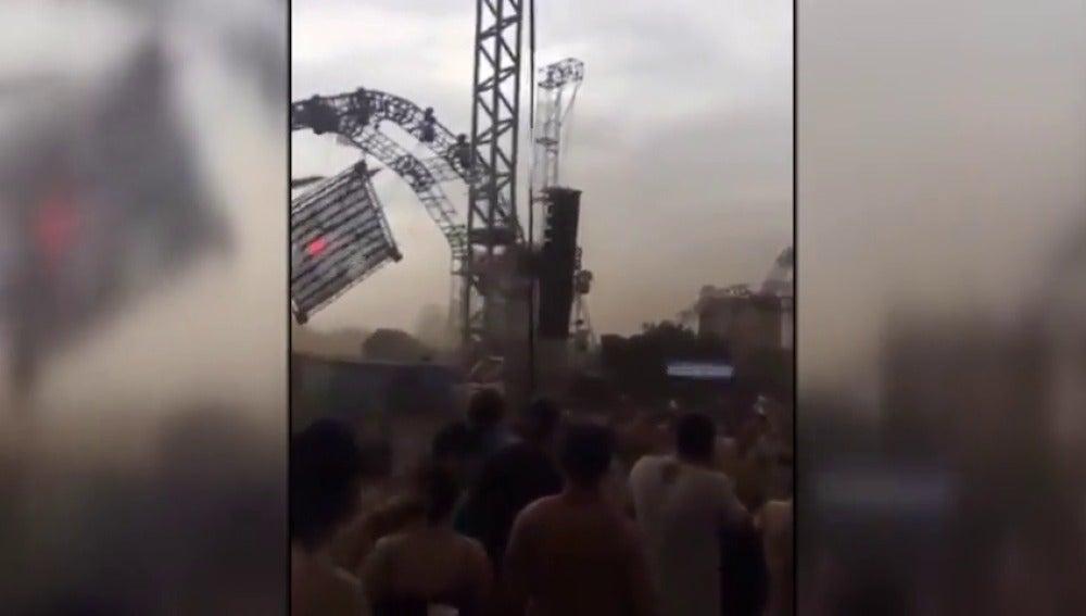Muere un DJ al desplomarse parte del escenario en el que actuaba