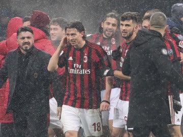 Gattuso y los jugadores del Milan se retiran a vestuarios tras un partido