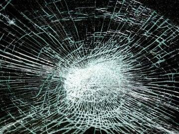 Imagen de archivo de un cristal roto