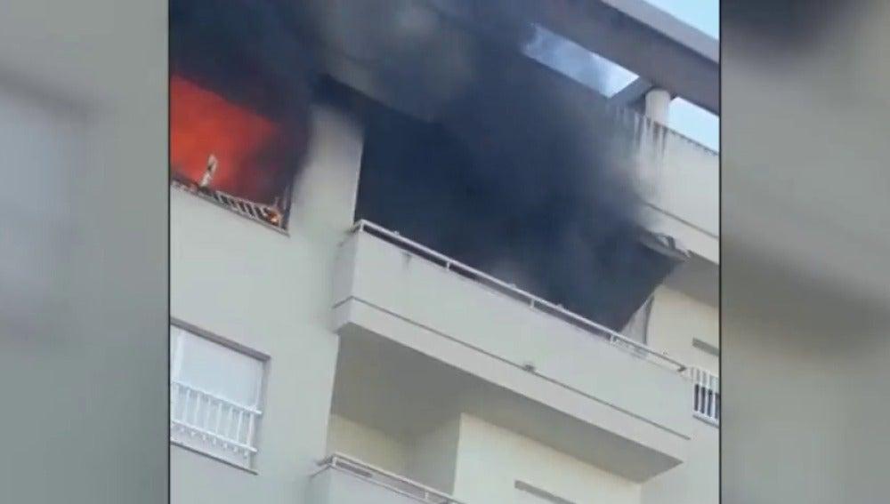 Una mujer muere por el incendio originado en el piso de su vecino de abajo en Jerez de la Frontera