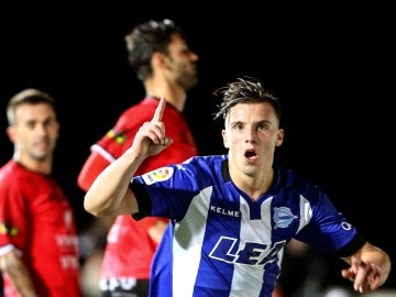 Demirovic celebra su gol ante el Formentera