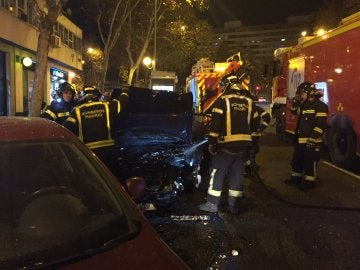 Accidente de un coche tras saltar un puente en Madrid