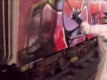 Los grafiteros pintan 2.000 vagones cada año