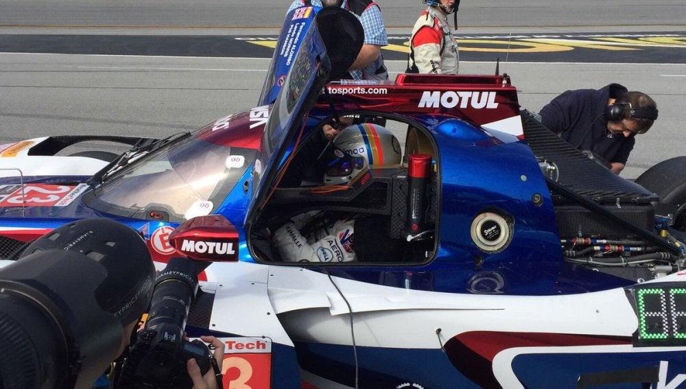 Fernando Alonso se sube a su Ligier LMP2