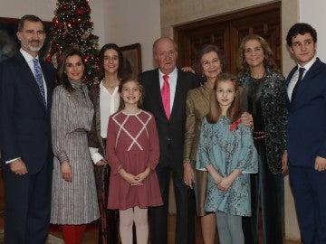 El Rey Juan Carlos celebra sus 80 años con una comida familiar, excepto por la infanta Cristina