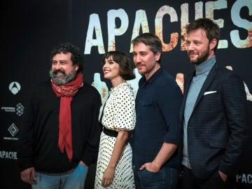 Paco Tous, Verónica Echegui, Alberto Ammann y Eloy Azorín en la presentación de 'Apaches'