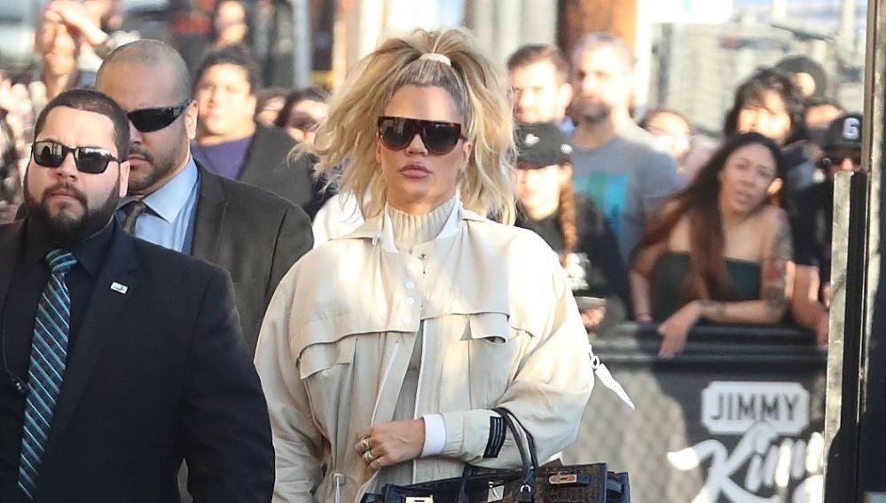 Khloé Kardashian sigue jugando a ocultar su embarazo