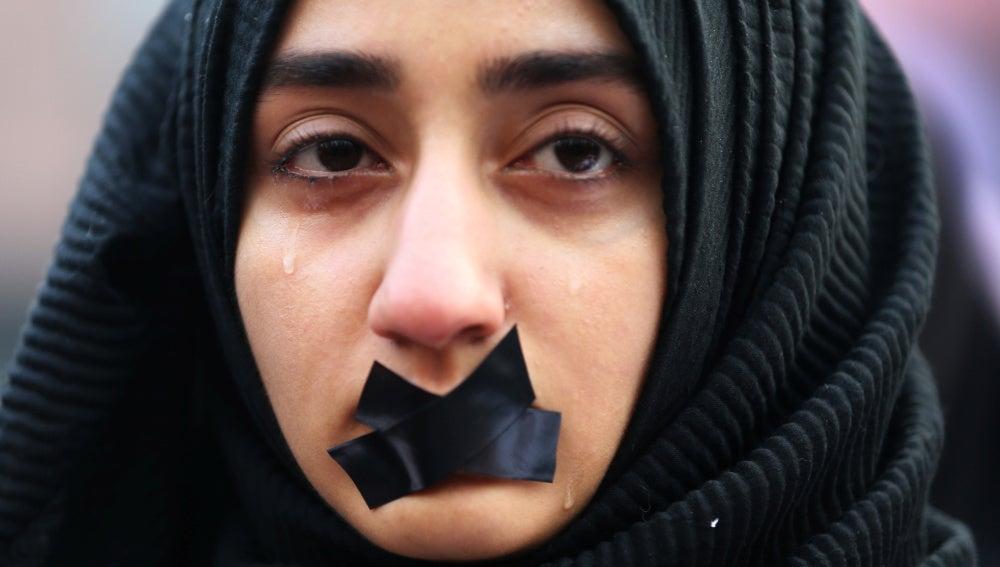 Una estudiante turca durante una protesta