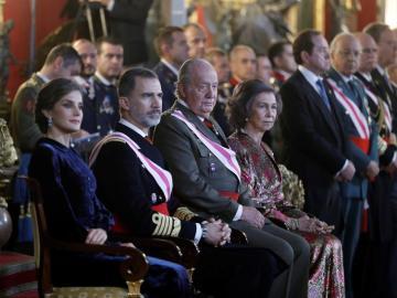 Felipe VI junto a su padre, el Rey Juan Carlos, durante la Pascua Militar