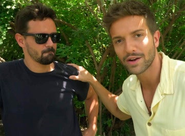 Pablo Alborán presenta a su hermano Salvador, productor de su videoclip 'No vaya a ser'