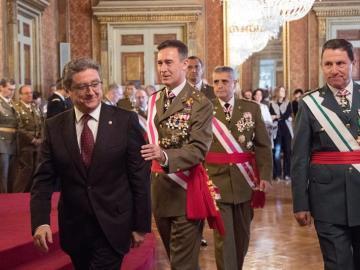 El inspector General del Ejército, Fernando Aznar junto al delegado del gobierno en Cataluña, Enric Millo