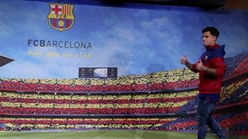 Coutinho en la presentación con el Barcelona