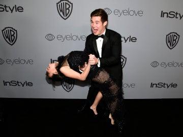 Chloe Bridges y Adam DeVine en la fiesta InStyle